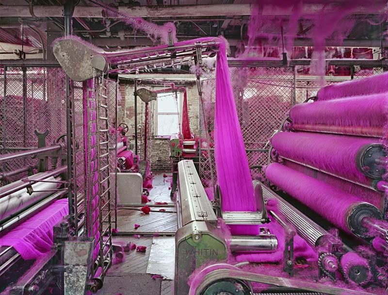 "Christopher Payne ""Wool carding, S&D Spinning Mill, Millbury, Massachusetts"", wystawa ""Critical Mass: Points of Entry"", Fotofestiwal 2016"
