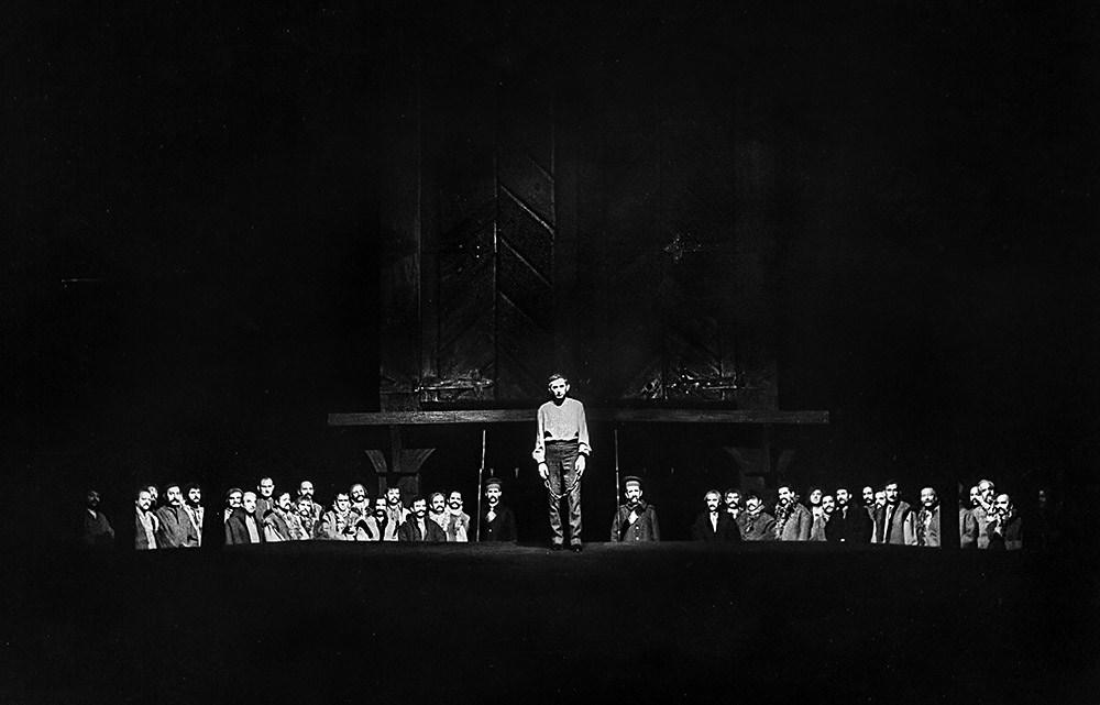 Финал «Дзядов» Адама Мицкевича в Национальном театре в Варшаве, режиссер Казимеж Деймек, премьера: 25 ноября 1967 года. Фото: Франтишек Мышковский