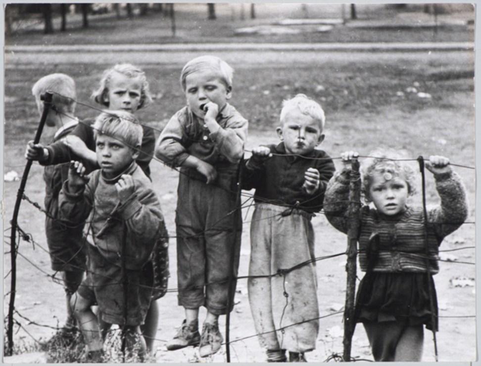 Dzieci z przedmieścia, Annopol, 1958, fot. Sławomir Biegański
