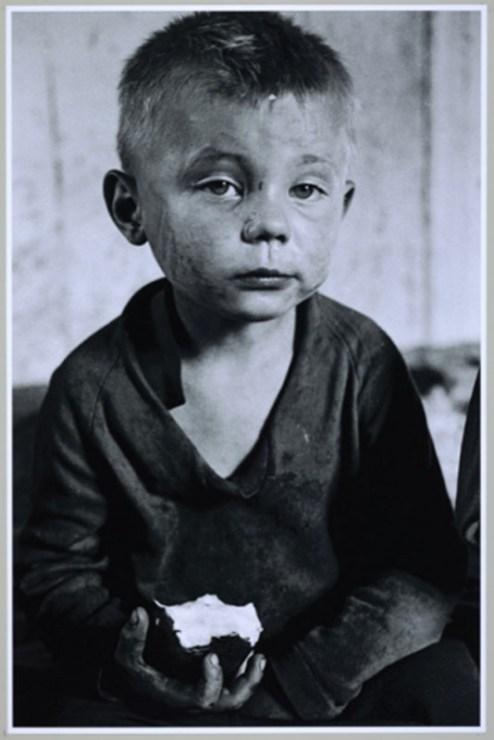 """""""Chłopiec z jabłkiem"""", 1981, fot. Anna Musiałówna"""