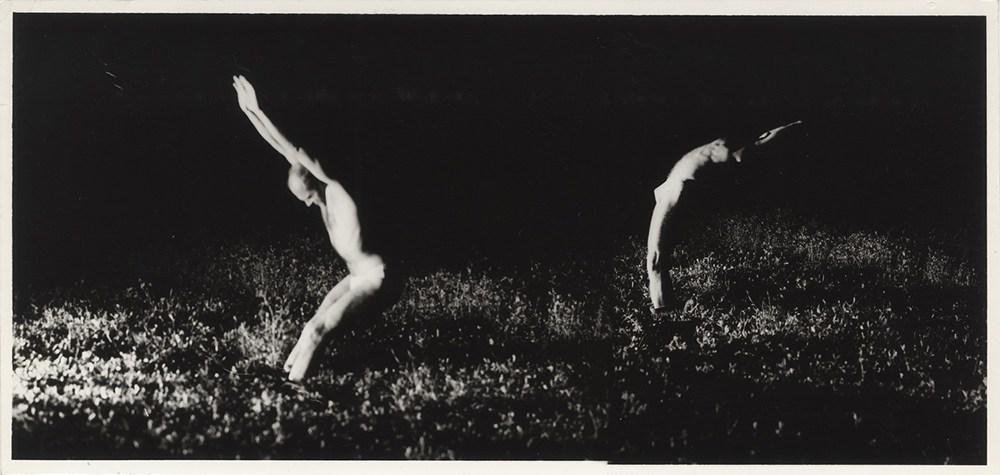 """Antoni Zdebiak, 1986, fotografia z wystawy """"Choreografia obrazów. Fotografia performatywna"""", 2017, fot. Fundacja Archeologia Fotografii"""
