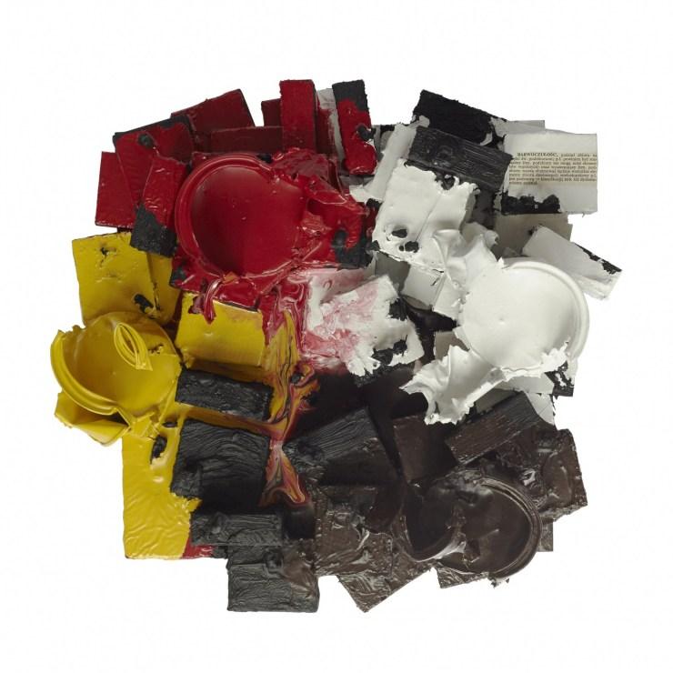 """Tomasz Partyka, """"Czerwona, czarna, biała, może brunatna albo różowa ale chyba nie żółta?"""", 2017, technika mieszana na desce, 30x30 cm, fot. dzięki uprzejmości Fundacji Profile"""