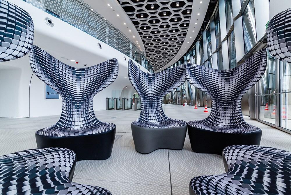 Wnętrza lobby biurowca Warsaw Spire, projekt: Massive Design, fot. materiały prasowe producenta