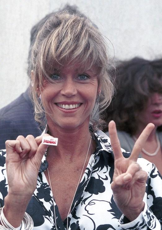"""ane Fonda ze znaczkiem """"Solidarność"""", Cannes, 1989, fot. Jerzy Kośnik/Forum"""