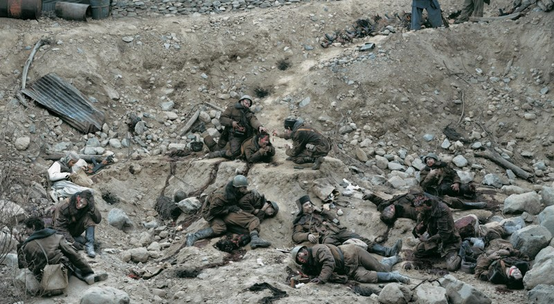 Jeff Wall, «Dead Troops Talk (a vision after an ambush of a Red Army Patrol, near Moqor, Afghanistan, winter 1986)», 1992. Фото: thebroad.org