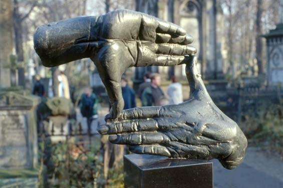 """Krzysztof M. Bednarski, """" Nagrobek Krzysztofa Kieślowskiego"""", 1997, Cmentarz Powązkowski, Warszawa, fot. bednarski.art.pl"""