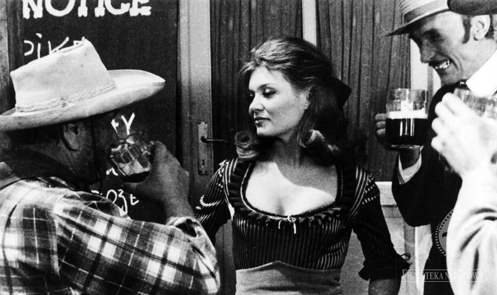 """Kadr z filmu """"Komedia z pomyłek"""" w reżyserii Jerzego Zarzyckiego, 1967, fot. Filmoteka Narodowa / www.fototeka.org.pl"""