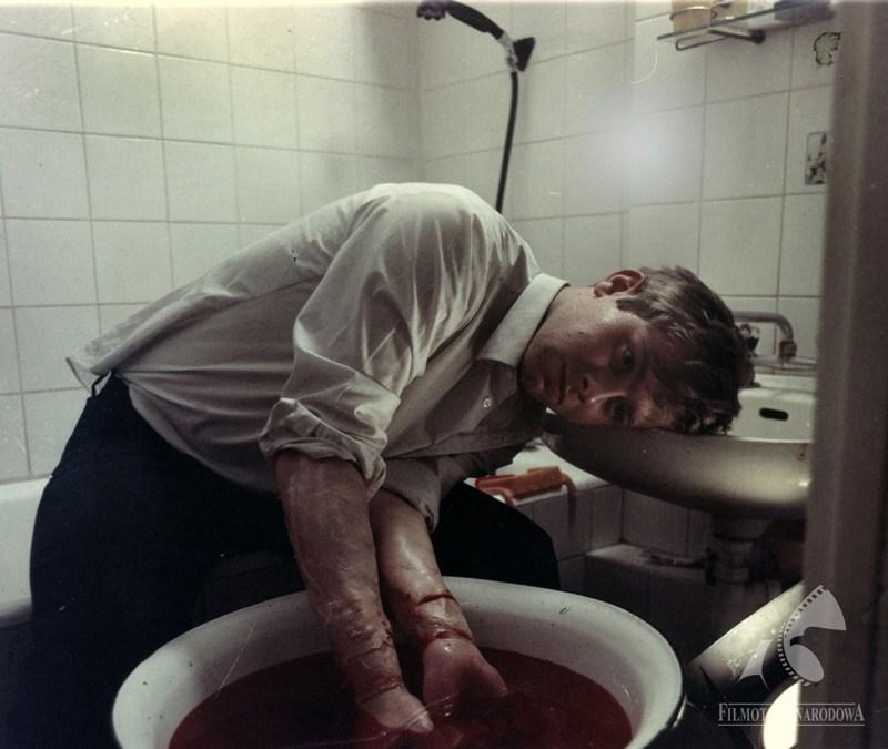 """Kadr z filmu """"Krótki film o miłości"""", 1988, w reżyserii Krzysztofa Kieślowskiego, fot. Andrzej Burchard / Studio Filmowe """"Tor"""" / Filmoteka Narodowa / www.fototeka.fn.org.pl"""