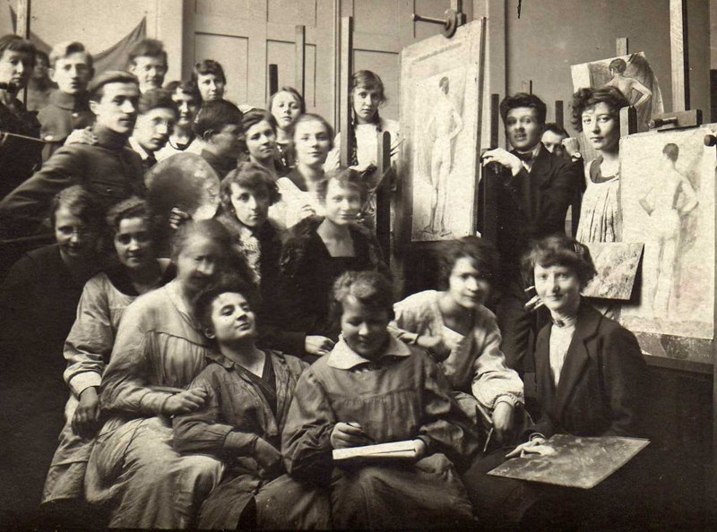 Training workshops for drawing instructors, 1920. Halina Karpińska is in the front row, holding a sketchbook, photo courtesy Institute of Industrial Design