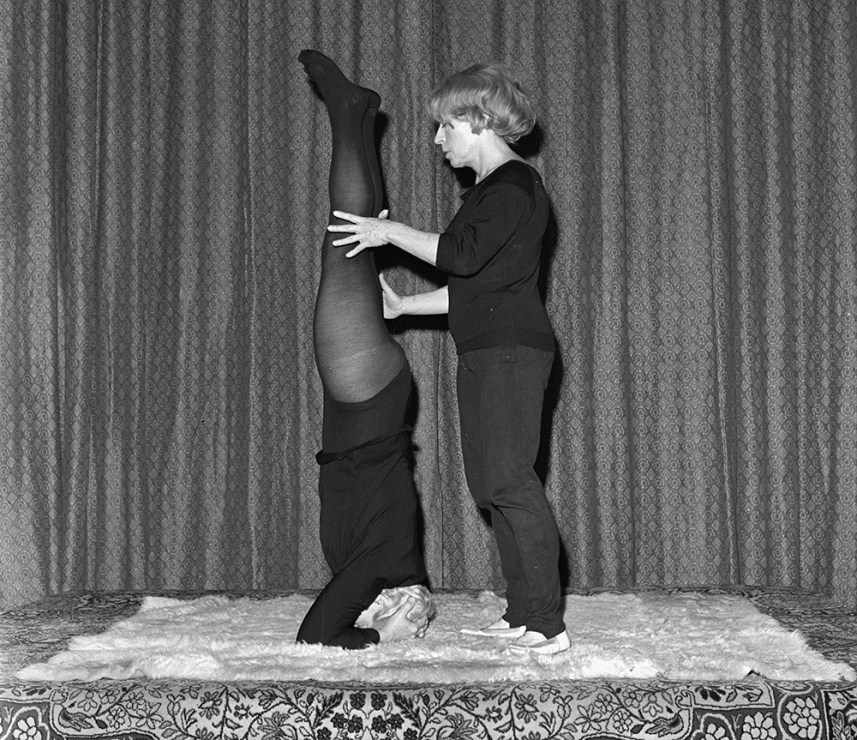 Malina Michalska as a yoga instructor, 1969, Warsaw, photo: Mariusz Szyperko / PAP