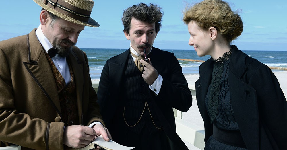 Still from the movie Marie Curie, directed by Marie Noelle, 2016. In the picture: Samuel Finzi, Piotr Głowacki, Karolina Gruszka, photo: Witold Baczyk/Kino Świat
