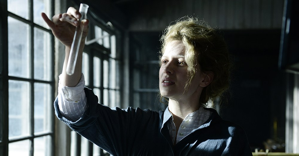 Still from the movie Marie Curie, directed by Marie Noelle, 2016. In the picture: Karolina Gruszka, photo: Witold Baczyk/Kino Świat