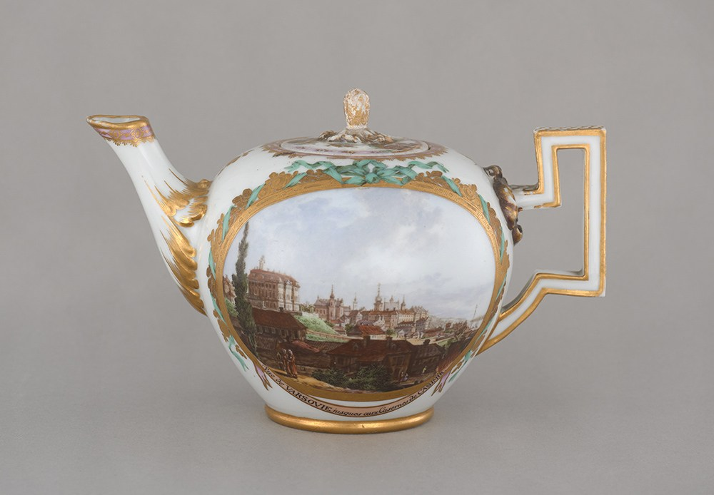 A teapot with views of Warsaw and Praga, referencing the paintings of Canaletto, photo: I. Oleś