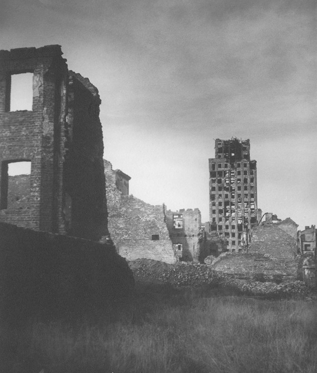 Jerzy Mizerski, Skyscraper (Drapacz Chmur), 1945, photo by courtesy of Raster Gallery