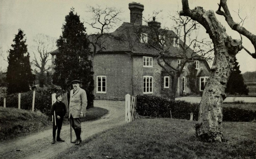 Joseph Conrad with son in fromnt of his English mansion; Photo: Wikimedia