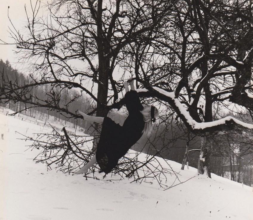 """Natalia LL, """"Stany skupienia"""", 1980, dokumentacja fotograficzna performansu, fot. dzięki uprzejmości artystki i galerii lokal_30"""
