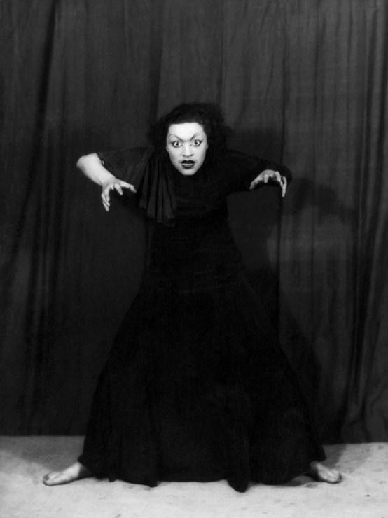 Пола Ниренская, лауреат Второй премии, во время исполнения танца «Крик», 1933 год. Фото: www.audiovis.nac.gov.pl (NAC)