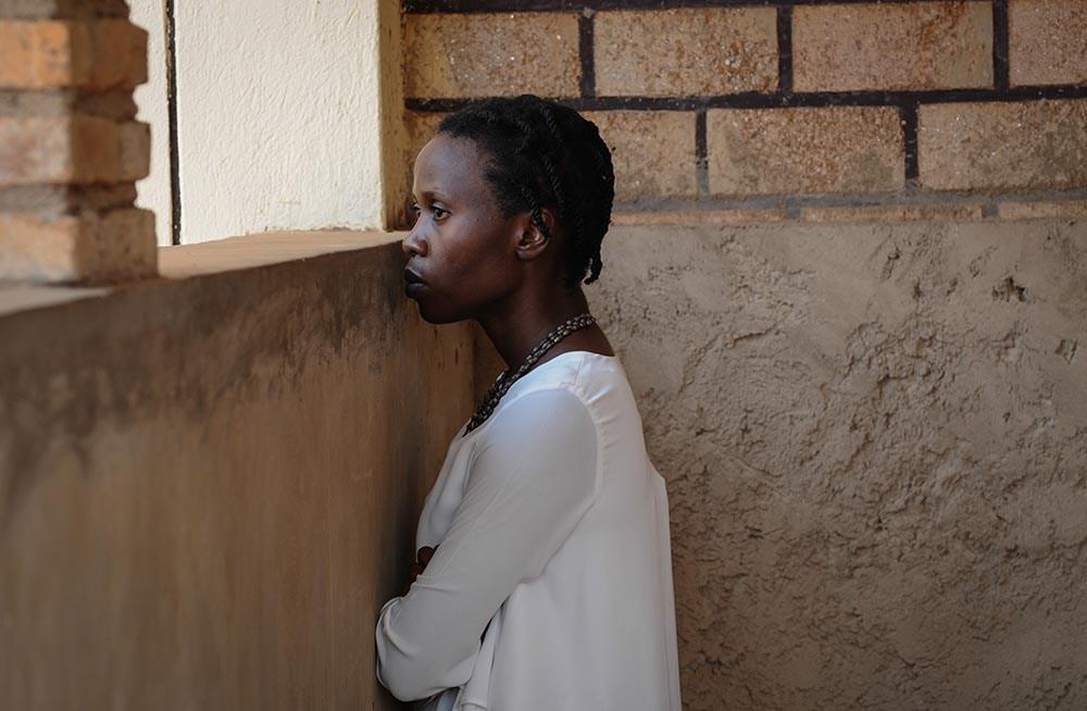 """Kadr z filmu """"Ptaki śpiewają w Kigali"""" w reżyserii Joanny i Krzysztofa Krauzów, 2017. Na zdjęciu: Elaine Umuhire, fot. Ewa Łowżył/Kino Świat"""