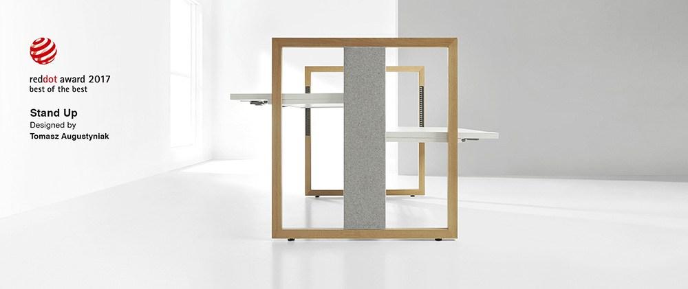 """System biurek """"Stand Up"""" z manualną regulacją wysokości blatu marki Mikomax, projekt: Tomasz Augustyniak, zespół projektowy Mikomax, fot. materiały prasowe producenta"""