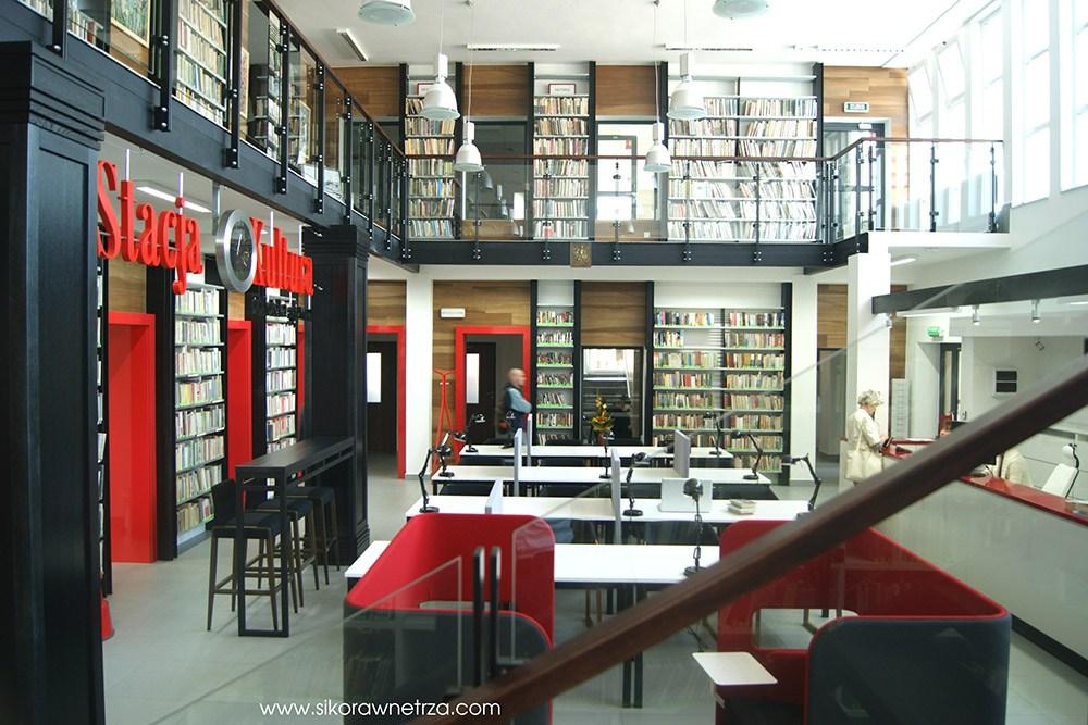Wnętrze biblioteki dworca kolejowego w Rumi projektu Sikora Wnętrza, fot. dzięki uprzejmości Sikora Wnętrza / www.sikorawnetrza.pl
