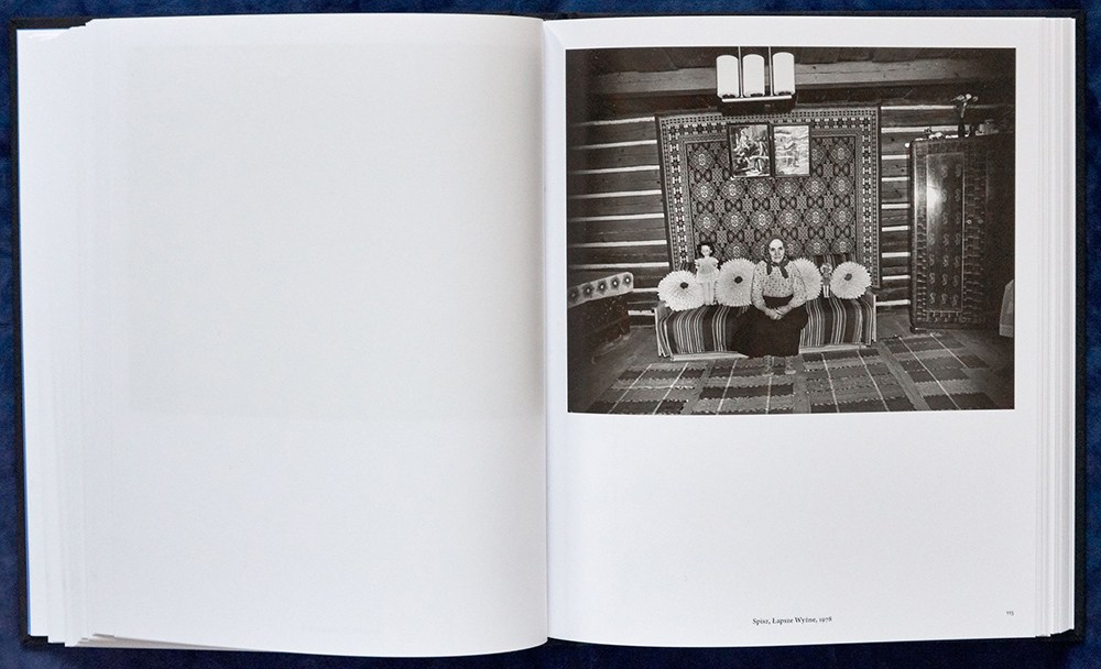 Spread from the book Zofia Rydet. Zapis socjologiczny 1978-1990 [Zofia Rydet. The Sociological Record 1978-1990, author: Wojciech Nowicki, 2016, published my Museum in Gliwice