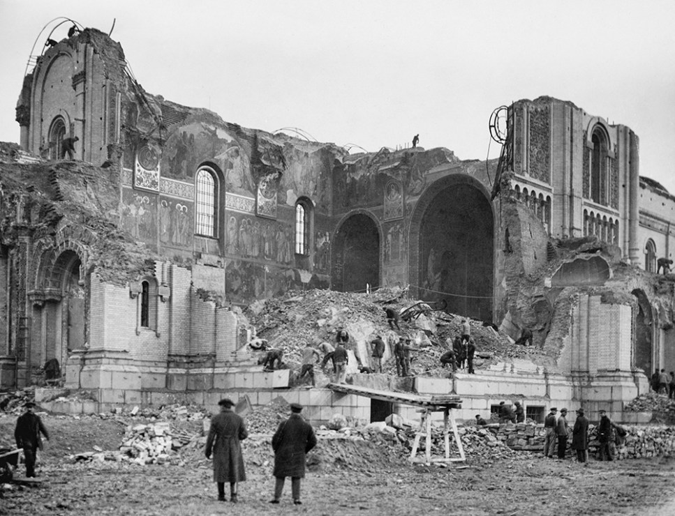 Jan Kisieliński, demolition of Alexander Nevsky Russian Orthodox Cathedral at Saski Square, view from Królewska Street, 8 March 1926, photo by courtesy of the Raster gallery