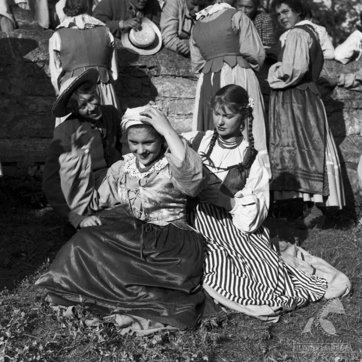 """Kadr z filmu """"Szkice węglem"""" w reżyserii Antoniego Bohdziewicza, 1956, fot. Dymitr Sprudin / Studio Filmowe """"Kadr"""" / Filmoteka Narodowa / www.fototeka.fn.org.pl"""