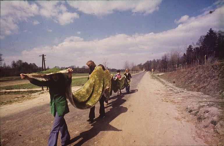 Teresa Murak, Dywan Wielkanocny, Kiełczewice, 1974, fot. Leopold Sarneck
