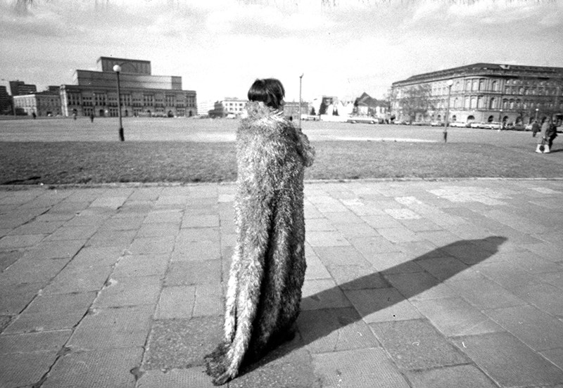 "Teresa Murak, ""Procesja"", 1974, fot. Antoni Zdebiak"