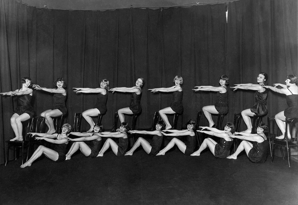 Ученицы Школы танца и ритмики Янины Мечинской в Варшаве, 1928, источник: Национальный цифровой архив