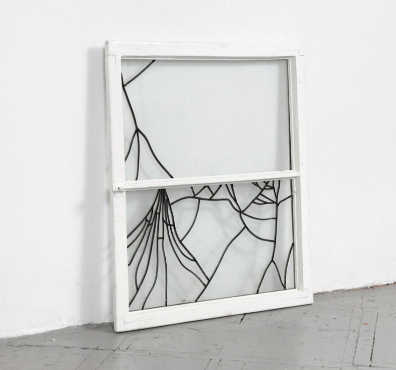 """Rafał Bujnowski, z serii """"Witraże"""", 2011, okno, szkło, ołów, fot. dzięki uprzejmości Galerii Raster"""