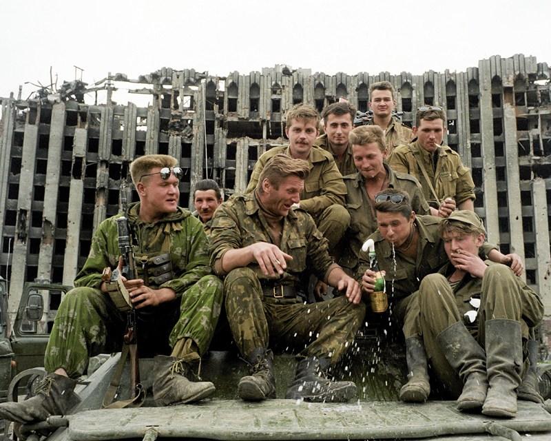 Czeczenia, Grozny, 6.05.1995, fot. Krzysztof Miller / Agencja Gazeta