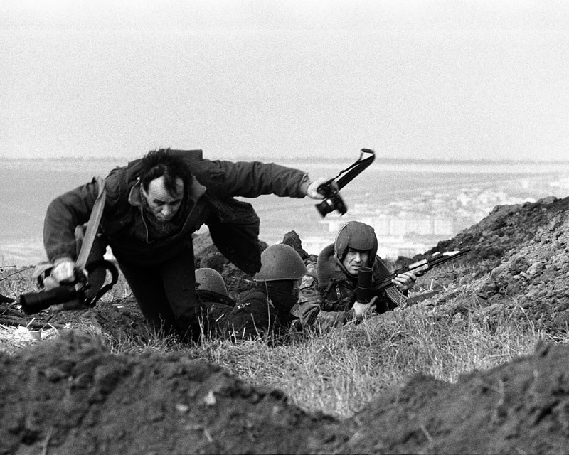 Moldavia, 1992, a news photograhper seeks cover in a trench photo: Krzysztof Miller / Agencja Gazeta
