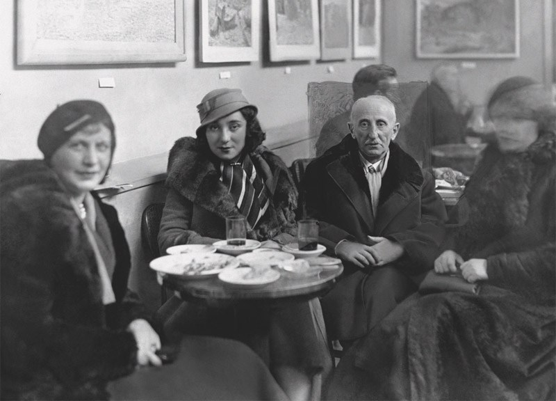 Bolesław Leśmian with his daughter Wanda in a Warsaw cafe, Photo: NAC