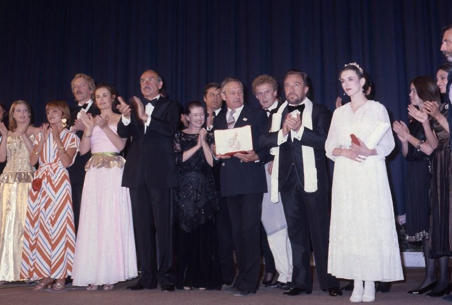 """Wręczenie Złotej Palmy na Festiwalu Filmowym w Cannes za film """"Człowiek z żelaza"""" Andrzeja Wajdy, 1981, fot. Jerzy Kośnik"""