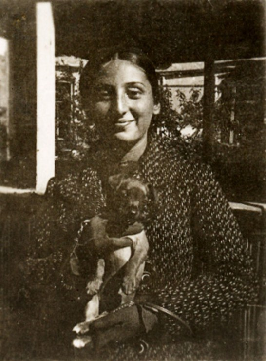 Zuzanna Ginczanka with her dog, Równe, September 1933, photo: Muzeum Literatury / East News