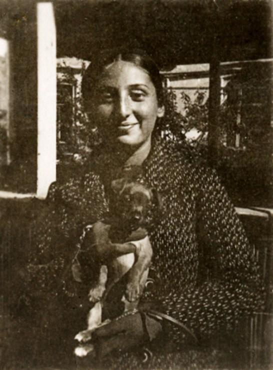 Zuzanna Ginczanka with her dog, Równe, September 1933, photo: Muzeum Literatury / East News