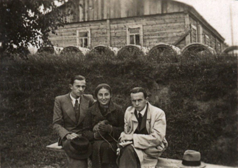 Jan Lwowski, Zuzanna Ginczanka and unknown, Równe, September 1933, photo: Muzeum Literatury / East News