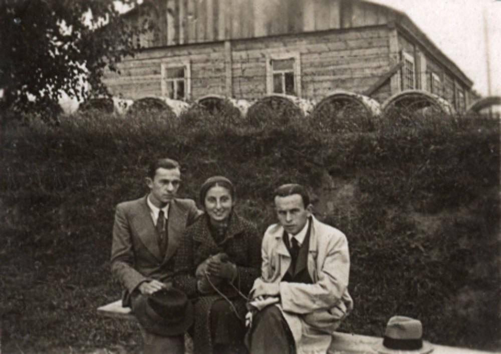 Jan Lwowski, Zuzanna Ginczanka and unknown, Równe, September 1933, photo: Muzeum Literatury / East News