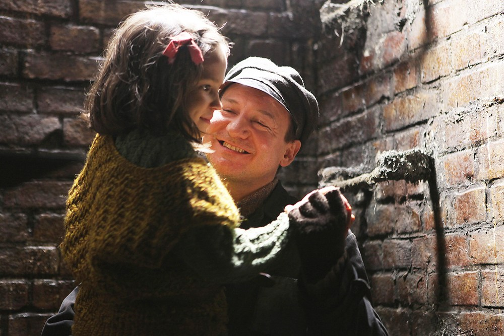 Still from In Darkness by Agnieszka Holland, 2011. Robert Więckiewicz, photo: Robert Pałka/Fotos-Art/Film Studio Zebra