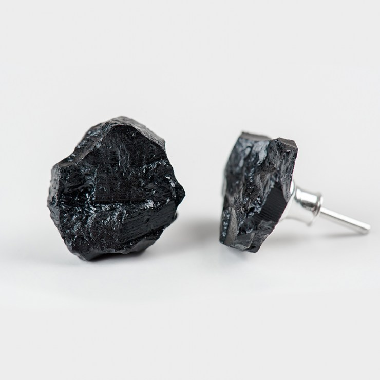 Hochglance by bro.Kat, coal and silver jewellery, earrings, photo: press materials