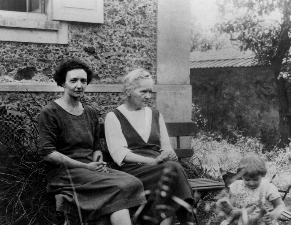 Maria Skłodowska-Curie with her daughter Irena Joliot-Curie and her granddaughter Helena, 1930, photo: Wydawnictwo Studio Emka