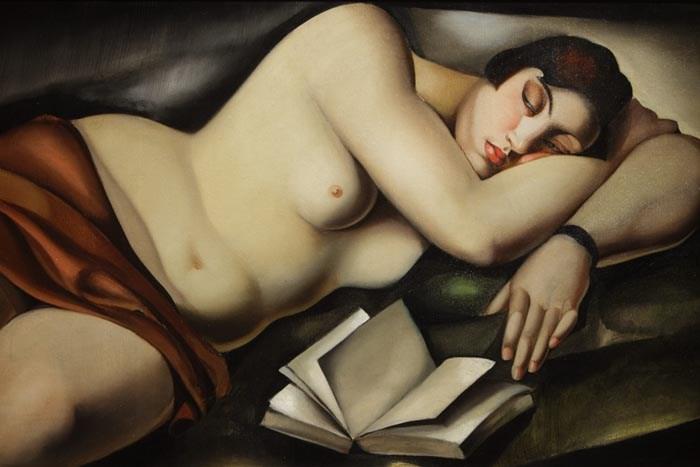 """Tamara Łempicka,""""Reclining Nude with Book"""", 1927. Widok z wystawy """"Tamara de Łempicka. Królowa nowoczesności"""", Vittoriano, Rzym, 2011., fot. Donatella Giagnori / EIDON / Forum"""