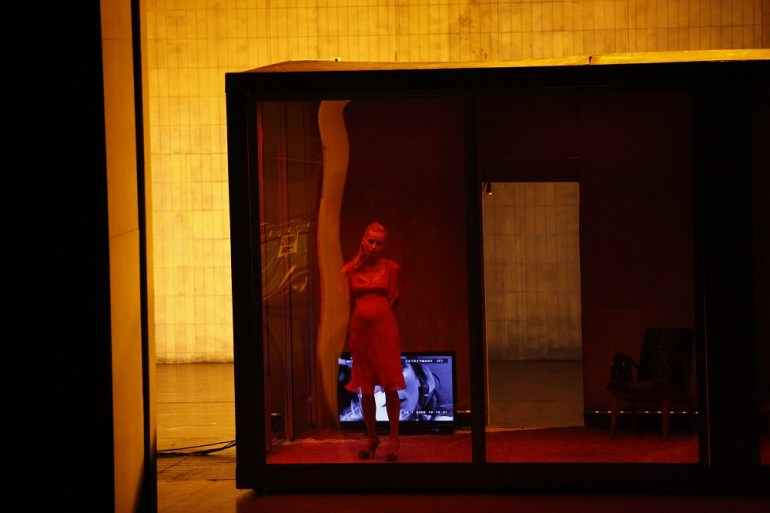 Scene from the performance (A)pollonia directed by Krzysztof Warlikowski, Tianjin Grand Theatre 2016, photo: Culture.pl