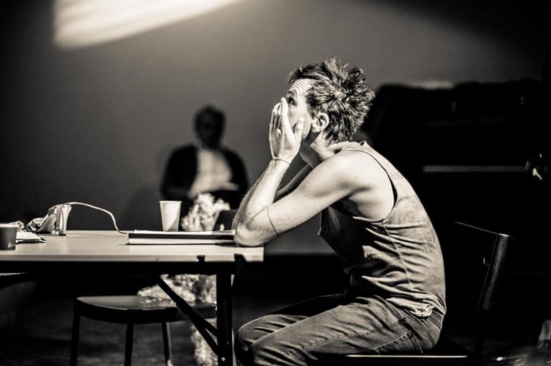 Scene from the performance Holzwege directed by Katarzyna Kalwat, TR Warszawa 2016, photo: Anna Tomczyńska / TR Warszawa