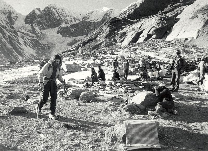 Wanda Rutkiewicz walks in to K2 Base Camp in 1982, photo: Individual Photographers / Vertibrate Publishing