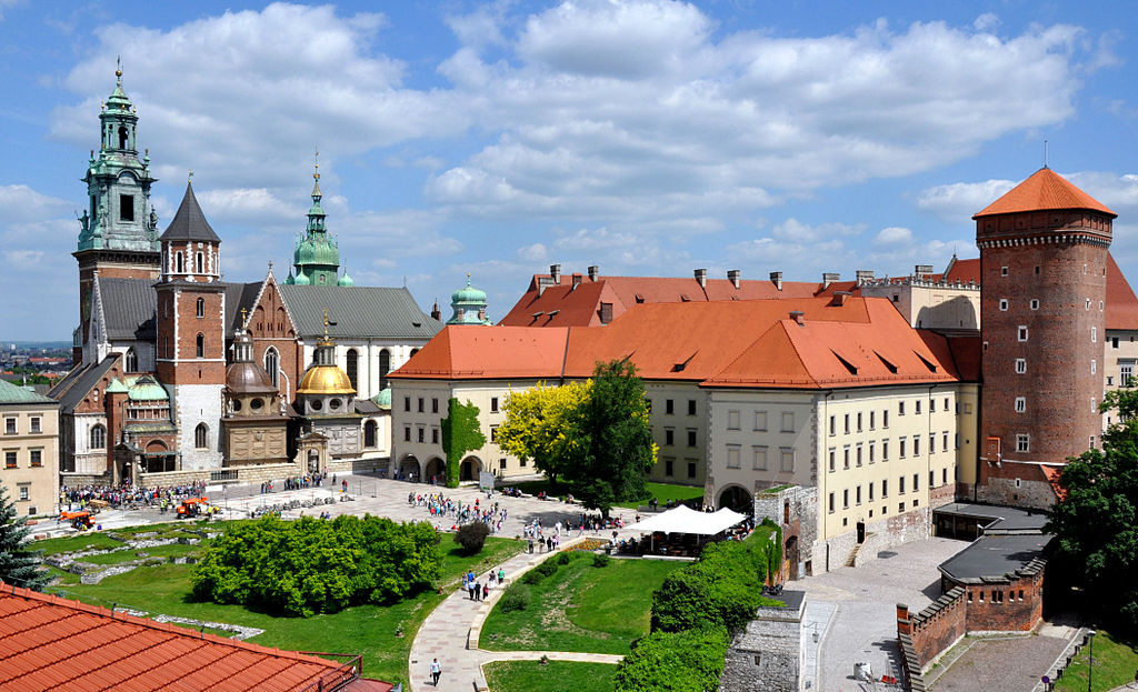 Wawel Royal Castle (right) and the Cathedral (left) in Kraków, photo: CC