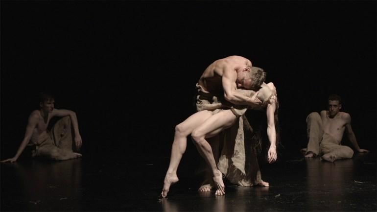 Сцена из спектакля «Жатва», фото: Анджей Грабовский, промо-материалы Польского Театра Танца