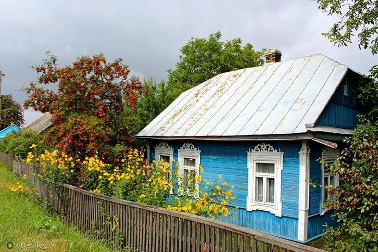 Dom na tle białoruskiego krajobrazu, fot. wolne zasoby