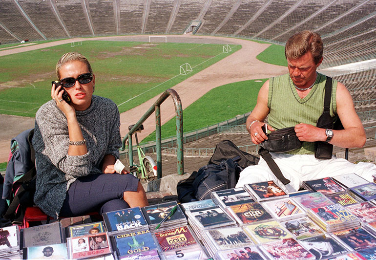 "At the Stadium ""Dziesieciolecia"" in Warsaw, which has become the biggest marketplace in Eastern Europe, and huge Polish exporter to the East (estimated exports reached 10 billion US dollars in 1997 alone). Warszawa, 9th of September 1998, fot. Piotr Małecki / Forum"